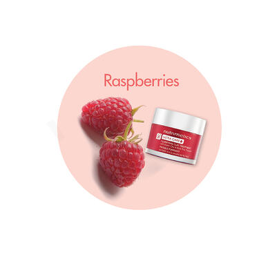 Raspberries in a clay mask for hydration